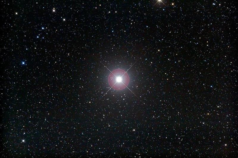звезда Поллукс в телескоп