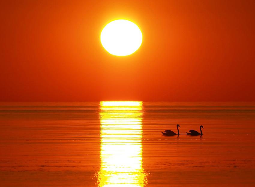 почему солнце на закате красное