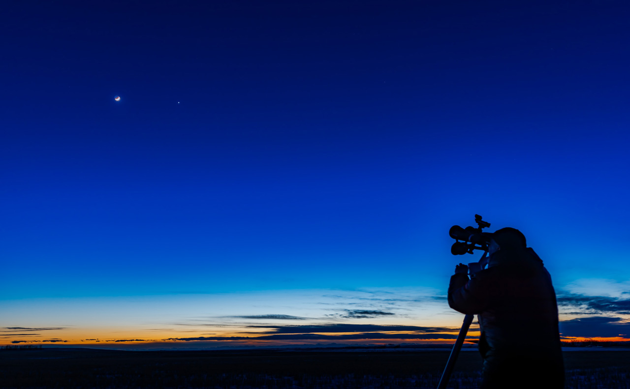 Луна и Венера на вечернем небе