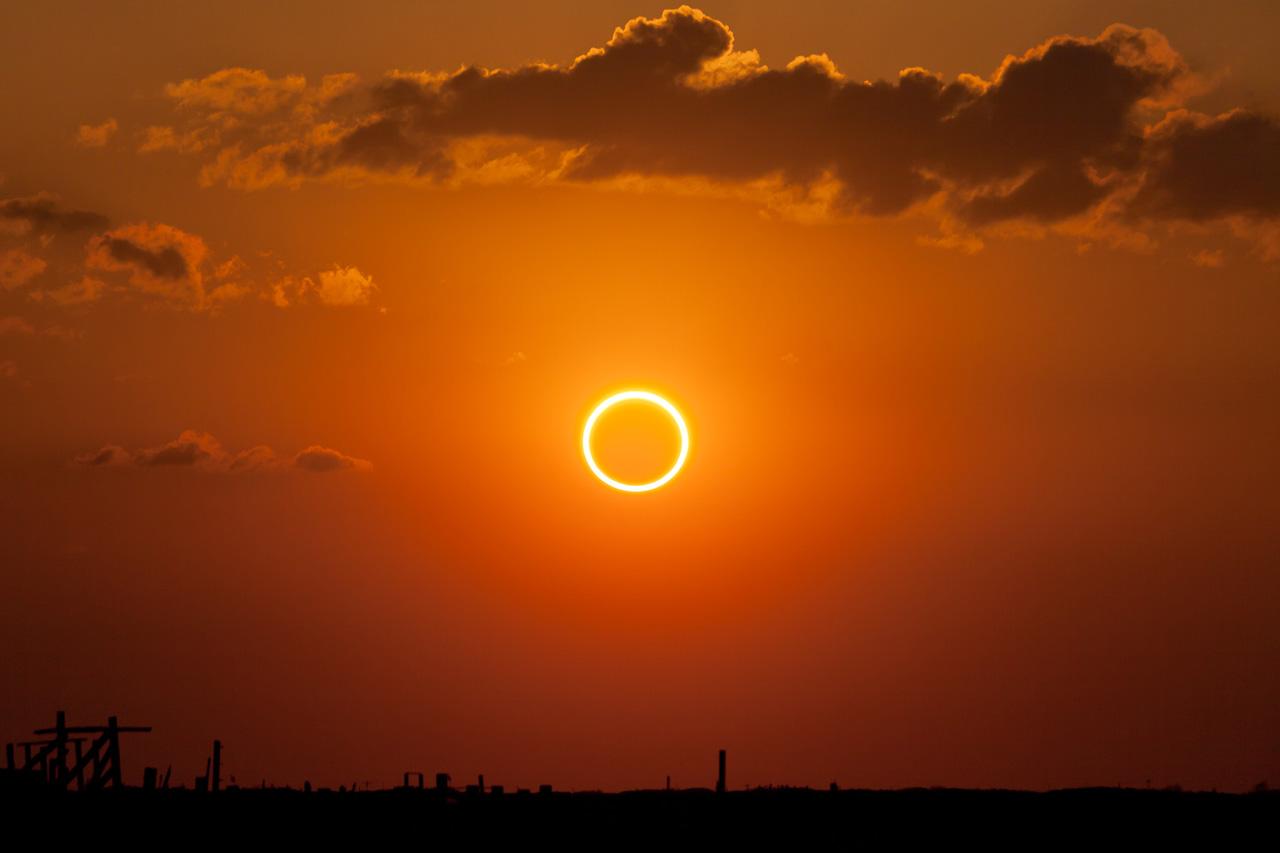 кольцеобразное затмение солнца